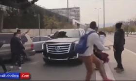[VIDEO] Messi lao thẳng ô tô vào đám đông CĐV gây sốc người hâm mộ