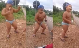 [VIDEO] Nhóc tỳ siêu đáng yêu