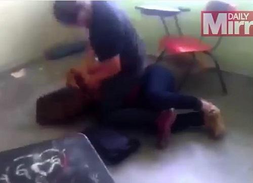 """[VIDEO] Giáo viên bị đánh ghen """"dã man"""" ngay trong lớp học"""