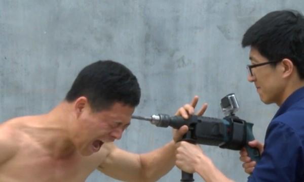 [VIDEO] Sốc với thanh niên khoan không thủng đầu