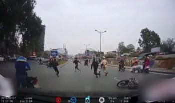 video thanh nien dam nga cscd roi bo chay