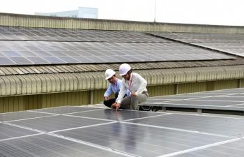 Thúc đẩy điện mặt trời mái nhà khu vực công nghiệp và thương mại