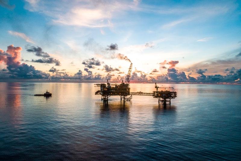 Giàn khai thác khí Hải Thạch và giàn xử lý trung tâm trên Biển Đông