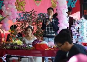 [VIDEO] Bạn trai cũ hát tình ca, cô dâu ngồi ngẩn ngơ