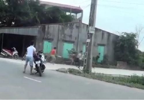 """[VIDEO] Giang hồ chặt cây và 5 thanh niên sợ """"vỡ mật"""""""