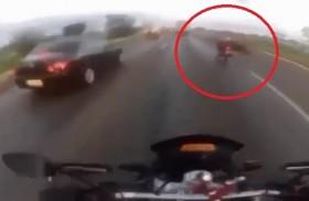 [VIDEO] Lái xe mô tô chết