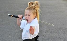 [VIDEO] Ấn tượng màn múa kiếm gây sốt của cô bé 9 tuổi xinh xắn