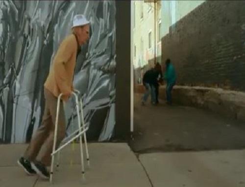 [VIDEO] Cụ già nhảy parkour tóm gọn 2 tên cướp