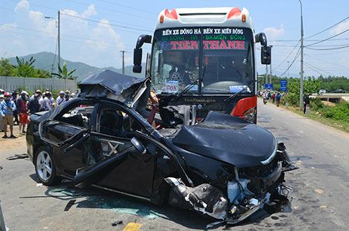 Xe giường nằm tông xe Camry, 4 người chết, 3 người bị thương