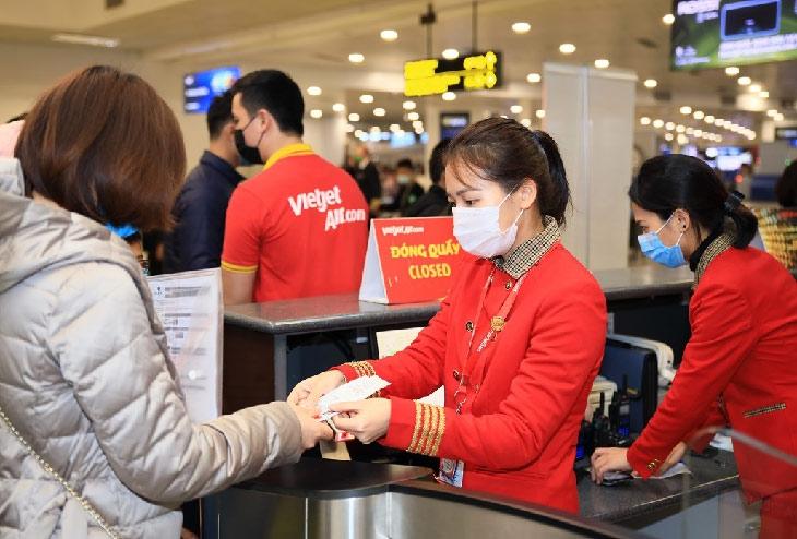 """Yên tâm bay - Chung tay đẩy lùi dịch bệnh với Bảo hiểm """"Bay An Toàn"""" và Vietjet"""
