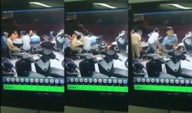 [VIDEO] Kinh hoàng xe máy phóng tốc độ cao lao thẳng vào bàn nhậu 8 người ở TP HCM