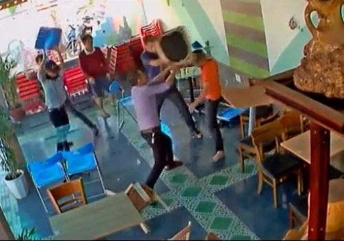[VIDEO] Hỗn chiến trong quán cà phê ở TP Buôn Ma Thuột, Đắk Lắk