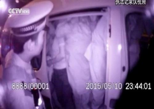 video xe 7 cho nhoi 51 nguoi khong can phai tho