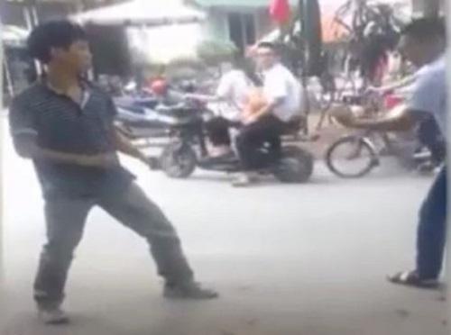 [VIDEO] Hai tài xế taxi Việt đánh nhau hay như phim võ thuật HongKong