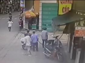 [VIDEO] Dàn cảnh cướp giật 700 triệu đồng giữa Sài Gòn