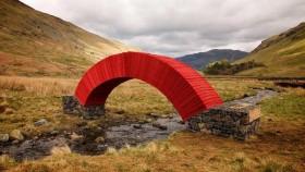 Độc đáo cây cầu làm từ 22.000 tờ giấy
