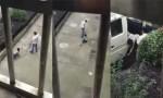 [VIDEO] Con lười học, bị cha buộc dây kéo lê 100 mét trên phố