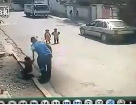 [VIDEO] Em bé bị bắt cóc ngay trước cửa nhà