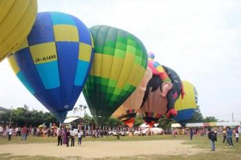 Du khách hào hứng với Ngày hội Khinh khí cầu Quốc tế