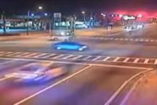 video xe canh sat chay 150 kmh vo tan tanh sau tai nan