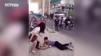 video lan lon om chan ban gai khi bi doi chia tay