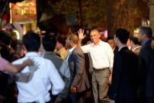Tổng thống Obama đi ăn bún chả ở phố cổ Hà Nội