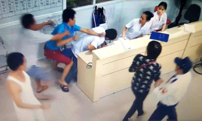 hanh hung thay thuoc dao duc xuong cap