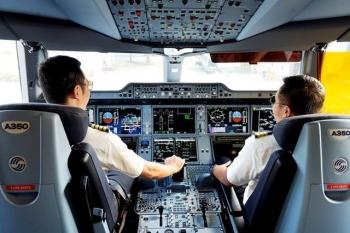 muc luong phi cong khung nhat tai vietnam airlines la 300 trieu dongthang
