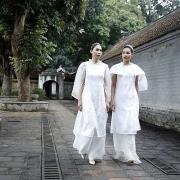 Vẻ đẹp nữ thần Hy Lạp trên áo dài Việt Nam