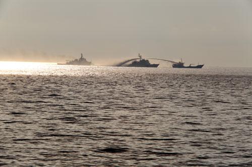 Sóng Biển Đông và sóng diễn đàn
