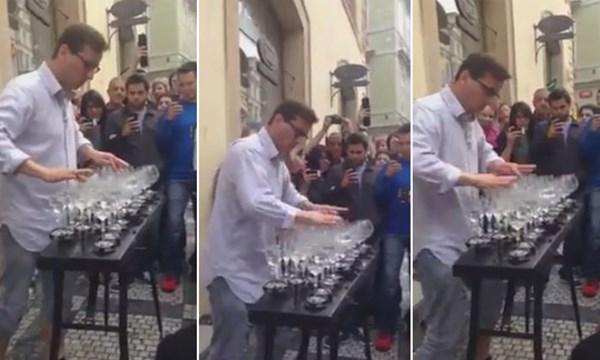 [VIDEO] Nghệ sĩ đường phố chơi nhạc bằng ly nước tuyệt hay khiến người nghe ngỡ ngàng