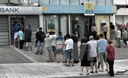 """Hy Lạp: Thủ tướng """"bán cái"""" cho người dân"""