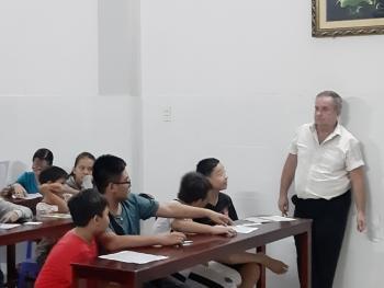 """""""Thầy Thomas"""" và lớp dạy tiếng Anh miễn phí"""