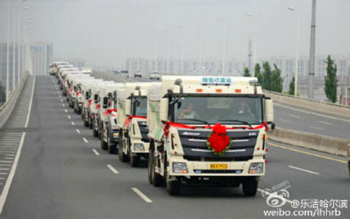Màn rước dâu độc đáo bằng 36 chiếc xe tải ở Trung Quốc