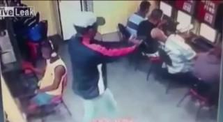 [VIDEO] Tên sát nhân cầm súng bắn vỡ đầu thanh niên trong quán Net