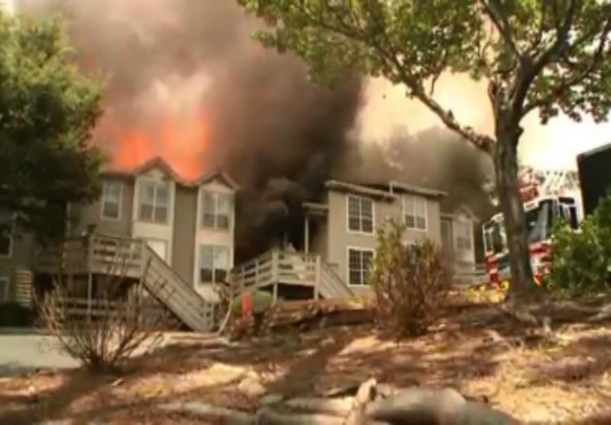 Ngôi nhà chìm trong biển lửa