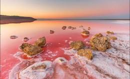 Vẻ đẹp 'ngoài hành tinh' của hồ nước mặn Koyashskoye