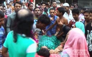 Giẫm đạp lên nhau để nhận quần áo miễn phí, 23 người thiệt mạng