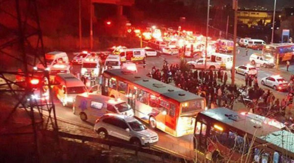 Hai tàu hỏa đâm nhau, hơn 300 người bị thương