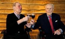 Bí quyết trường thọ của cặp song sinh già nhất thế giới
