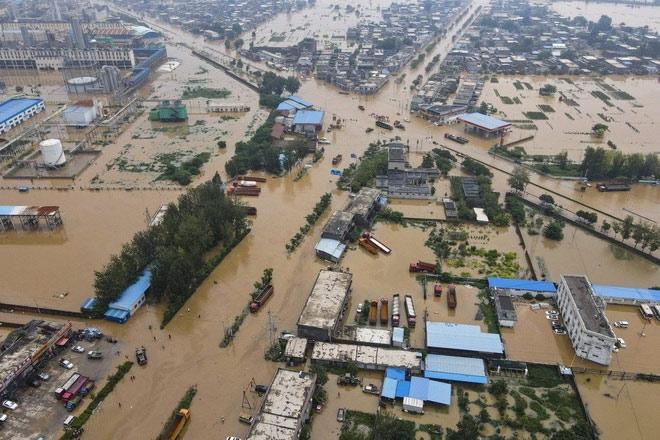 Người dân khốn khổ trong thảm cảnh mưa lũ ở Trung Quốc