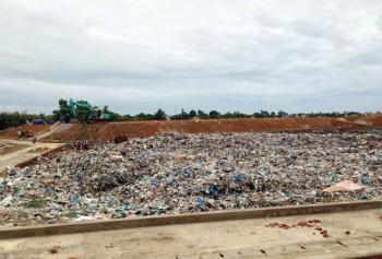 Bỏ nhà ra đi vì bãi rác Trung Sơn