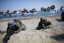 """Biển Đông, biển Hoa Đông: Trung Quốc tin """"ở thế thắng"""", nguy cơ bùng nổ chiến tranh"""