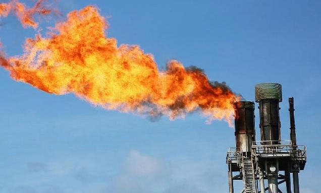 Giá dầu quay đầu giảm mạnh trong phiên 2/8
