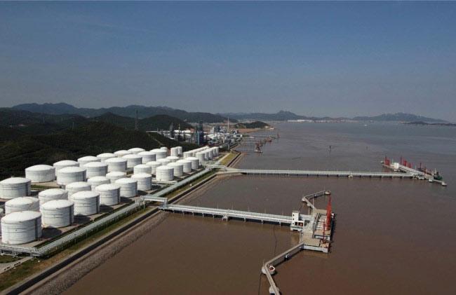 """Trung Quốc muốn giành """"miếng bánh"""" nhiên liệu hàng hải"""