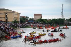 Lễ hội đua thuyền trên quê hương Đại tướng mừng Tết Độc lập