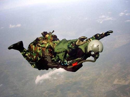 Trang phục cần thiết khi thực hiện nhảy dù