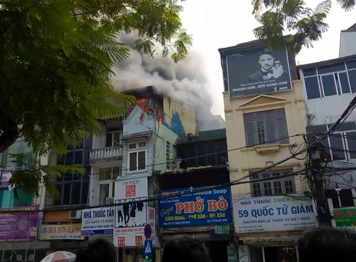 video chay cua hang uni shop 55b quoc tu giam