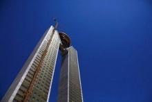 Tòa tháp đôi 47 tầng 'quên' thiết kế thang máy