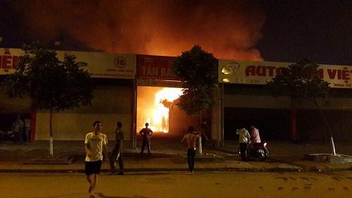 [VIDEO] Đồng loạt xảy ra cháy lớn ở KCN Quang Minh và sát tòa nhà Keangnam